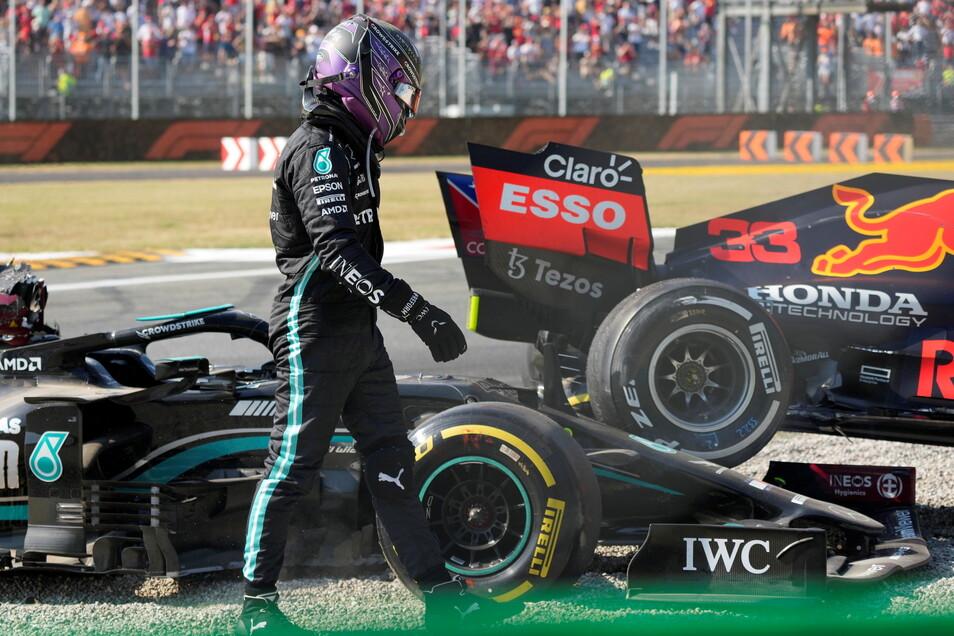 Restlos bedient: Weltmeister Lewis Hamilton nach seinem Crash mit Max Verstappen.