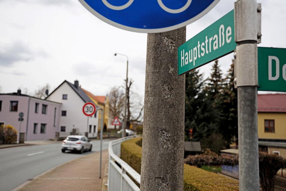 In Seerhausen wird an der B 169 zwei Wochen lang gebaut. Es kommt eine Bauampel - und zeitweise auch eine Umleitung durch den Ort.
