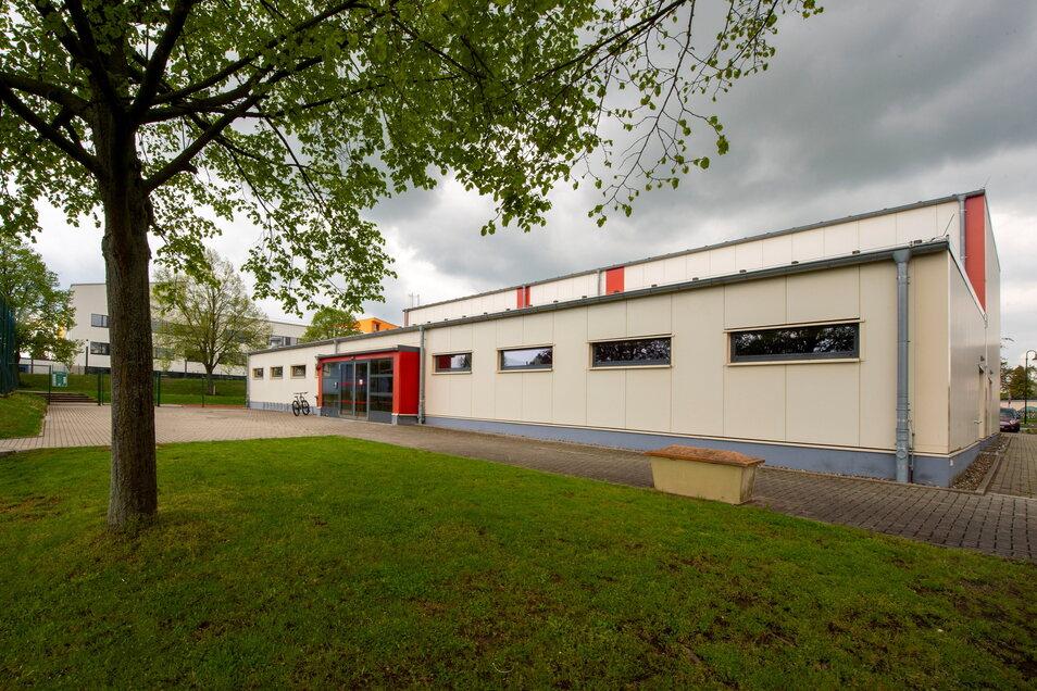 Unmittelbar neben der Saubachtalhalle steht die Turnhalle der Grundschule. Auch sie wird von Freizeitportlern genutzt.
