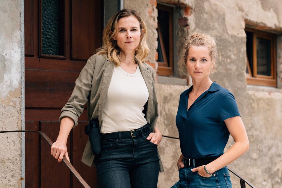 Die Dresdner Tatort-Kommissarinnen Karin Gorniak, gespielt von Karin Hanczewski (li.), und Leonie Winkler (Cornelia Gröschel) ermitteln wieder.