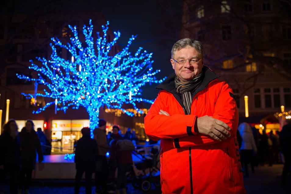 Holger Zastrow erklärt, warum er den Weihnachtsmarkt auf Hauptstraße unbedingt durchführen möchte.
