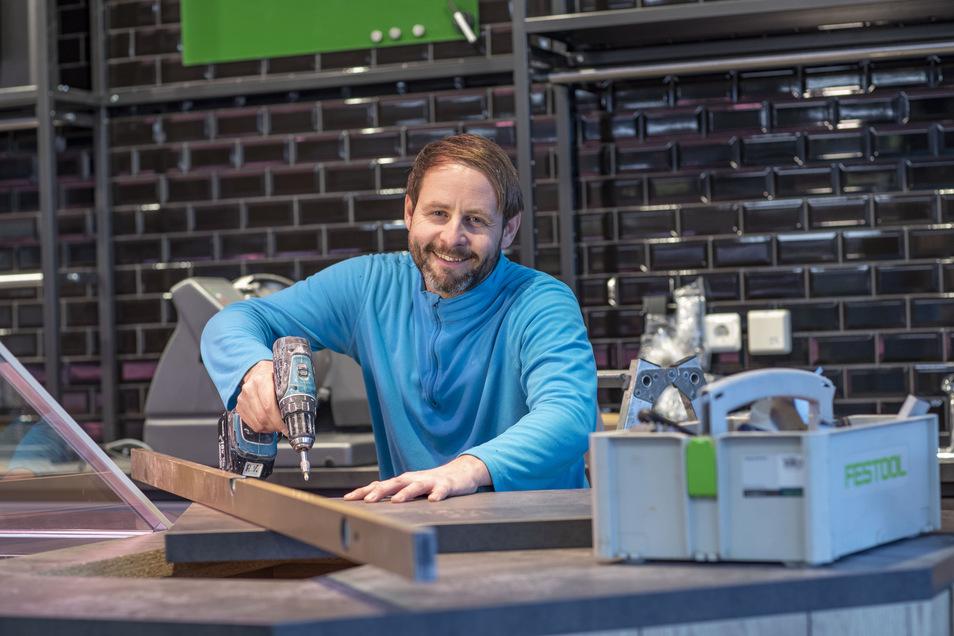 Andreas Neapel kümmert sich im künftigen CAP-Markt um den Trockenbau.