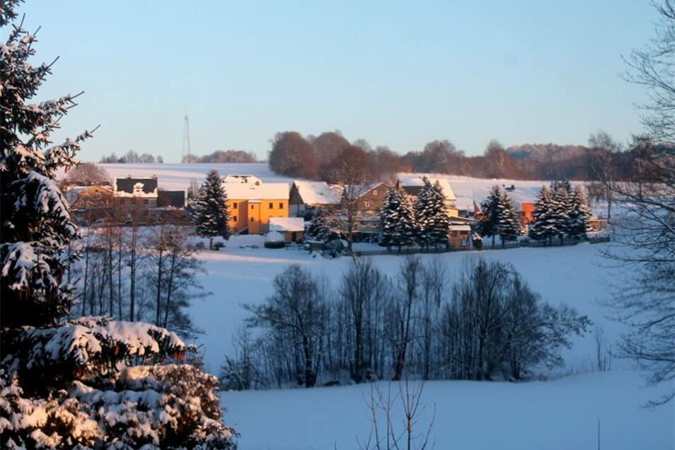 Winter in und um Steinigtwolmsdorf: Birkgut in der Abendsonne