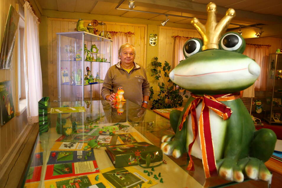 """""""Sei kein Frosch"""" heißt die Ausstellung, die sich um die Sammelleidenschaft von Mathias Hennig dreht. Die Sonderschau mit Kuriositäten ist im Großröhrsdorfer Heimatmuseum zu besichtigen."""