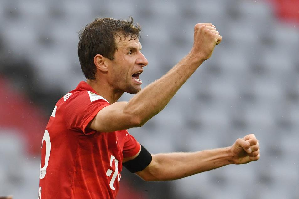 Thomas Müller trifft für den FC Bayern zum zwischenzeitlichen 2:0.