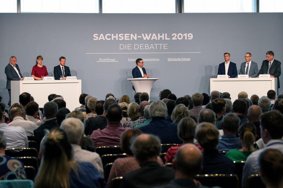 Die sechs Spitzenkandidaten für die anstehende Landtagswahl in Sachsen haben sich am Mittwochabend in Dresden den Fragen von Bürgern und gleich drei Chefredakteuren gestellt.