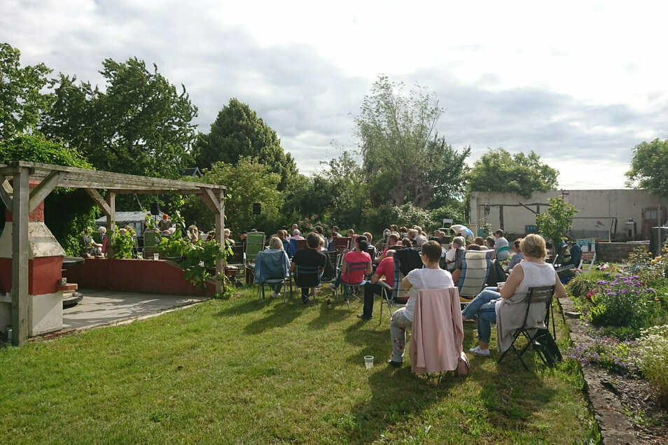 Die Interessengemeinschaft Röhrsdorf veranstaltet Gartenstuhlkonzerte.
