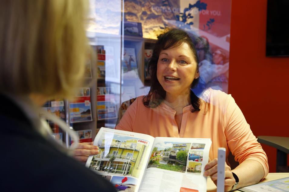 Spürt langsam wieder Aufwind: Antje Löchel, Inhaberin des Reisecenters Kamenz, freut sich dieser Tage über ein zaghaftes Buchungsinteresse für Inlandsreisen. In den letzten Wochen musste sie 65 Reisen stornieren.