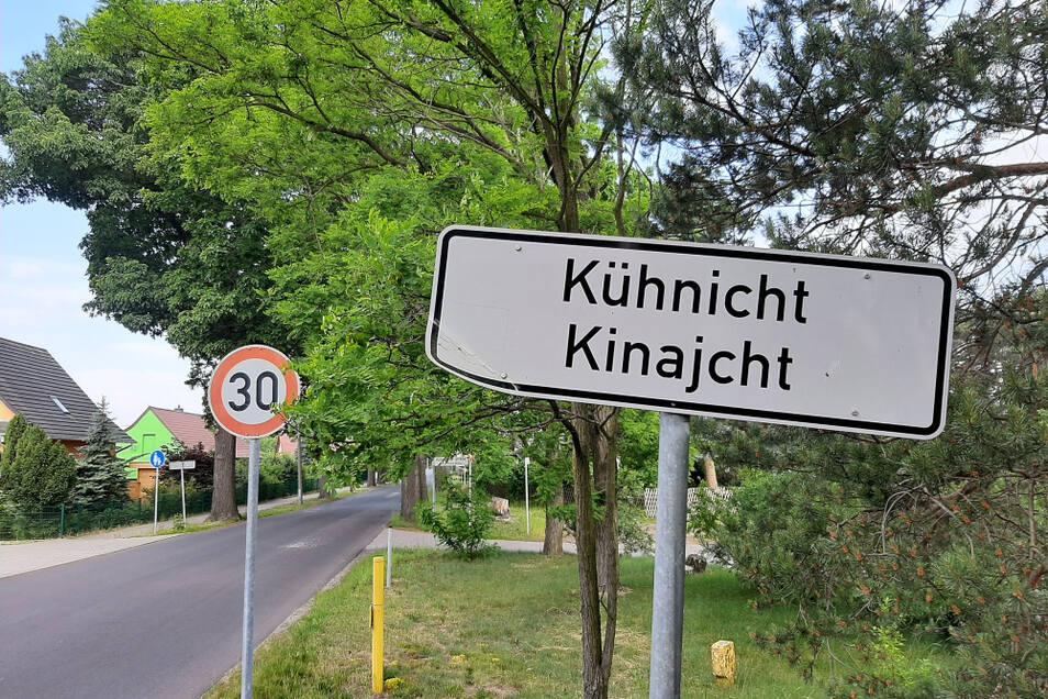 Auf der maroden Ortsdurchfahrt Kühnicht gelten 30 km/h Höchstgeschwindigkeit. Doch das vorhandene Verkehrsproblem löst die Begrenzung nicht.