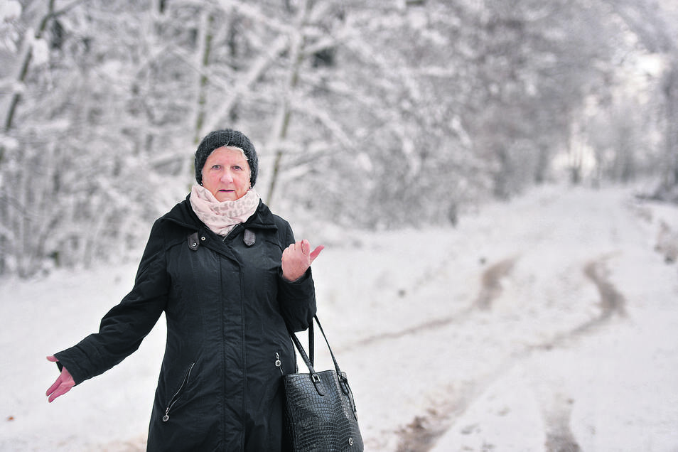 Regina Walther vom Tierheim Pirna beklagt, dass der Winterdienst nicht das letzte Stück Zufahrt zur Einrichtung geräumt hat. Aber das ist nicht das einzige Problem, das das Tierheim derzeit hat. Auch die Ausschilderung ist problematisch.