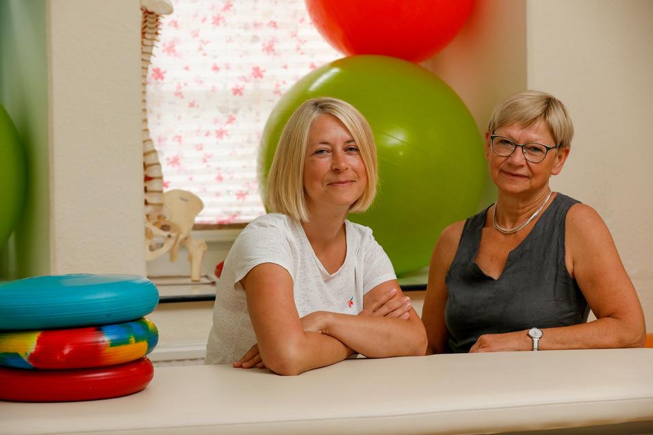 Susan Pinkert (links) hat die Physiotherapie-Praxis in der Eibauer Bahnhofstraße von ihrer Mutter Sabine Pietsch übernommen.