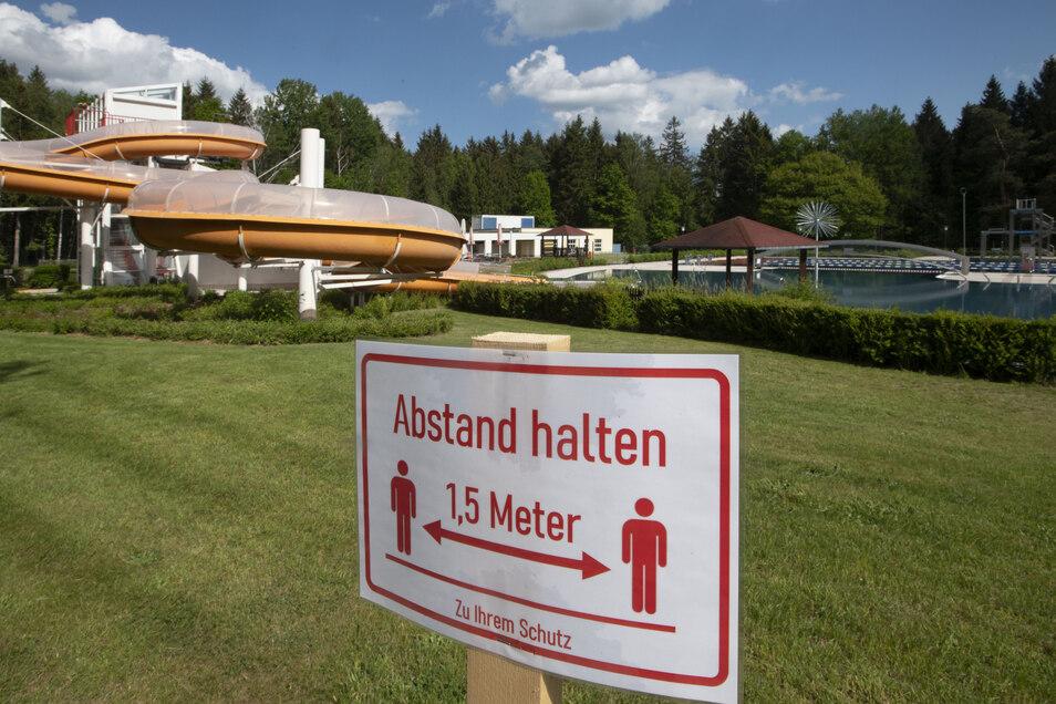 Am Sonnabend öffnet das Massenei-Bad in Großröhrsdorf. Auf der Liegewiese und auch im Wasser heißt es dann: Abstand halten.