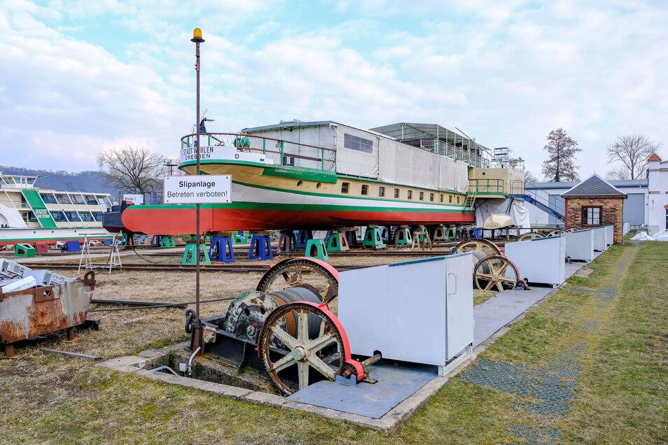 2013 noch insolvent, nun wieder im Geschäft - die Laubegaster Werft.