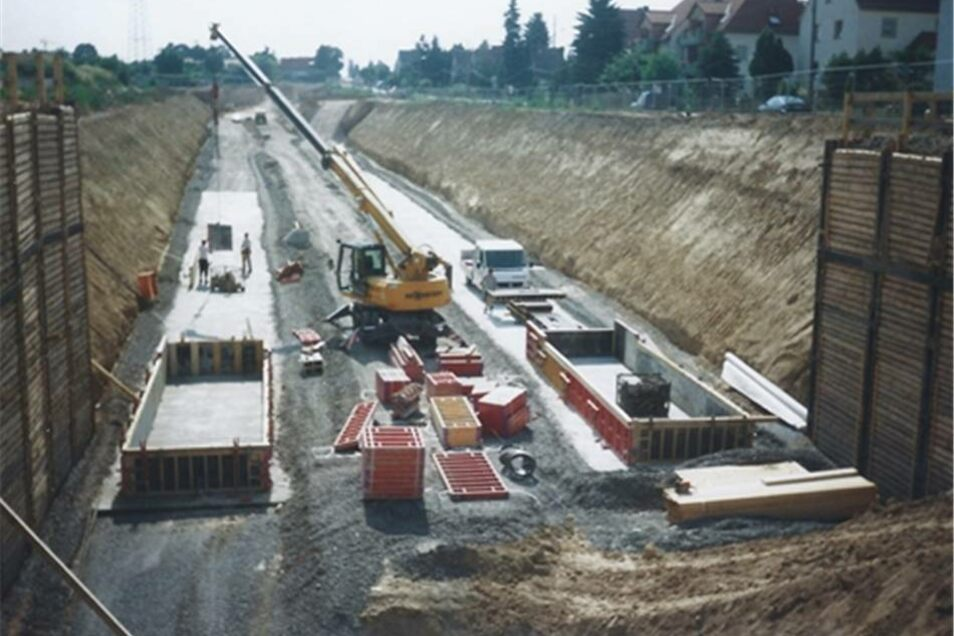 Im Sommer 2003 wurde bereits kräftig an der Trasse des künftigen Nickerner Tunnels gebaut.