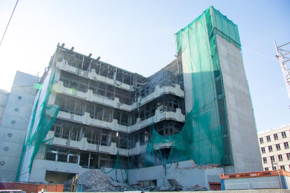 So sah das Fernmeldezentrum während des Abrisses im Frühjahr 2018 aus.