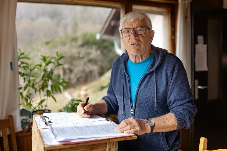 Landolf Scherzer schreibt lakonisch über den Alltag und lebt sehr naturverbunden im thüringischen Dietzhausen.