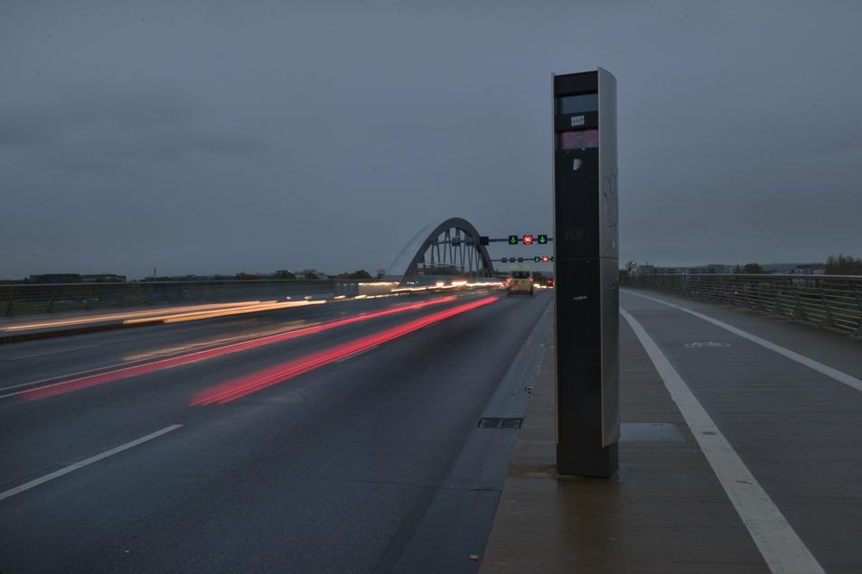 Derzeit kann nachts auf der Waldschlößchenbrücke wieder 50 gefahren werden. Temposünder werden von Blitzern erfasst. Während des jetzigen Lockdowns sind es weniger als sonst.