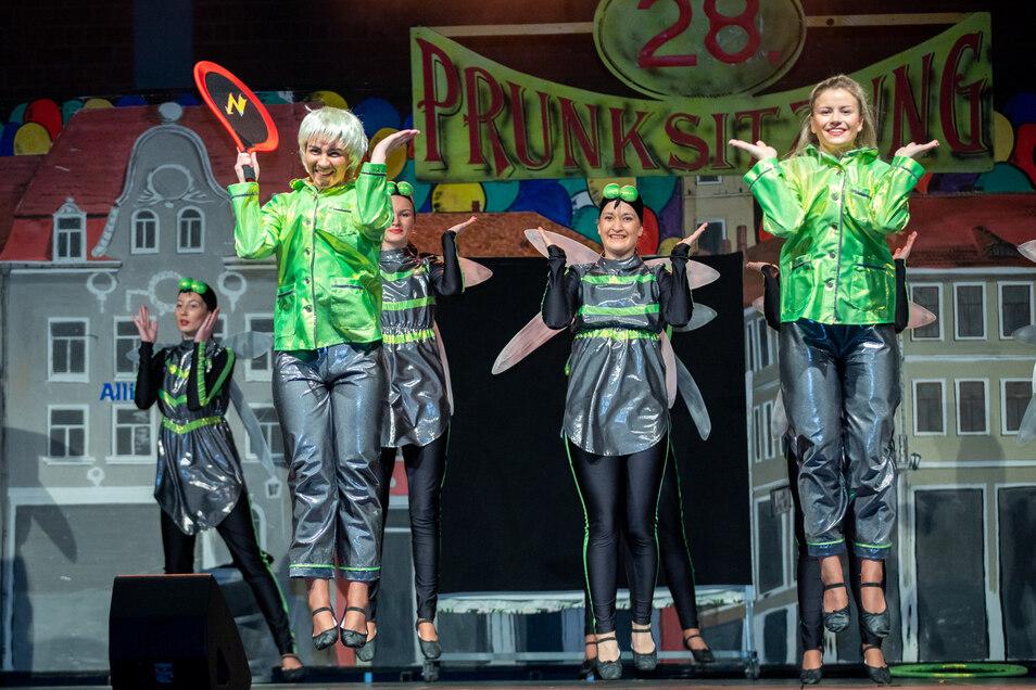 Immerhin 15 Programmpunkte standen am Sonnabendabend in Demitz-Thumitz auf dem Plan. Viele Show- und Gardetänze der Vereine und gleich mehrere Büttenreden.