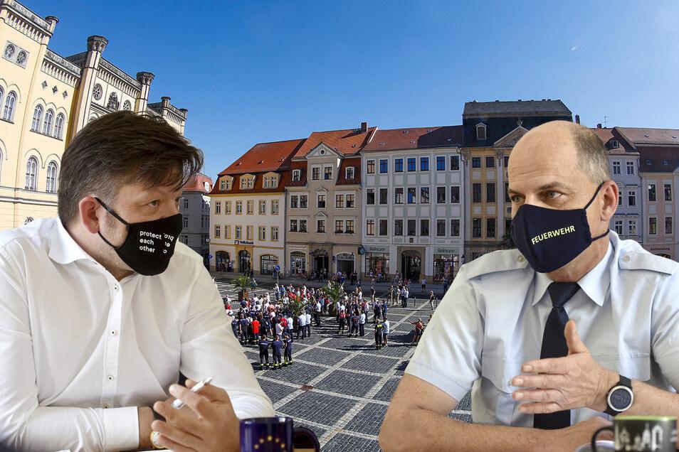 Zittaus OB Thomas Zenker (links) und Feuerwehrchef Uwe Kahlert sagen im SZ-Interview, wie es um die Feuerwehr steht. Im vergangenen Jahr (Hintergrund) gab es Proteste wegen geplanter Einsparungen.