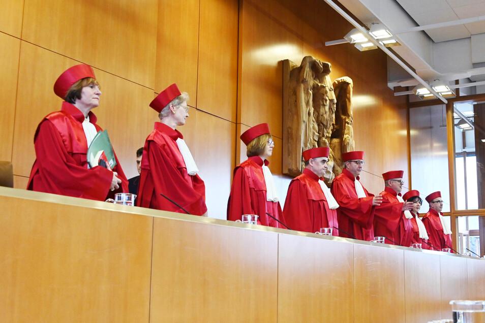 """Die Karlsruher Richter erklärten den Strafrechtsparagrafen 217 für nichtig - weil er """"die Möglichkeiten einer assistierten Selbsttötung faktisch weitgehend entleert""""."""