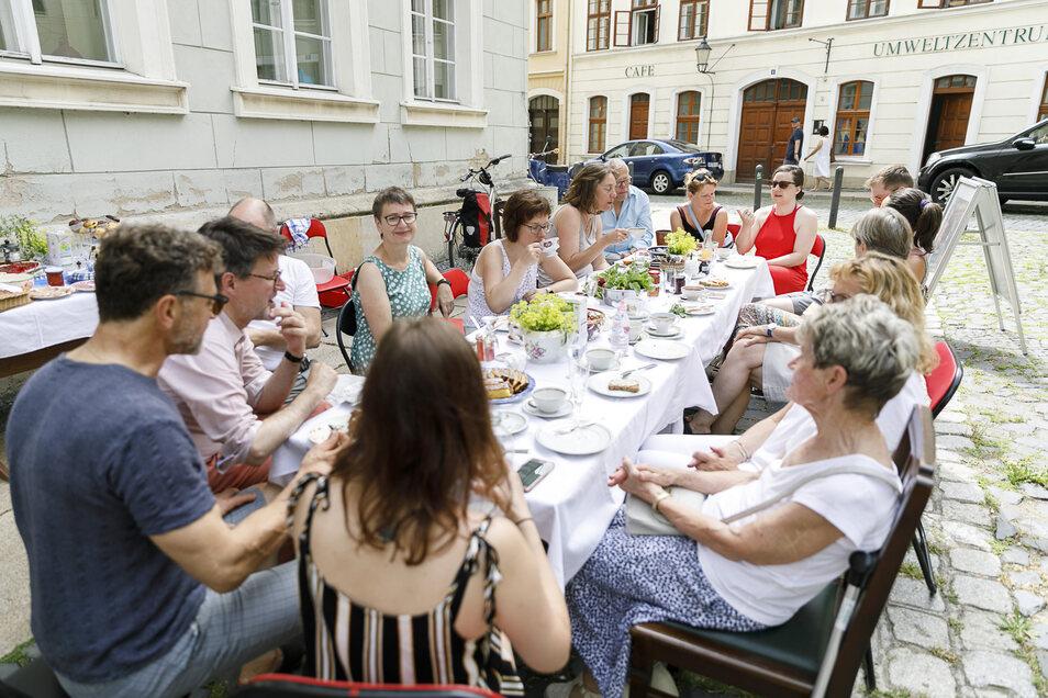 Zum zwanglosen Gespräch trafen sich am Sonnabend Görlitzer am Tag der offenen Gesellschaft.