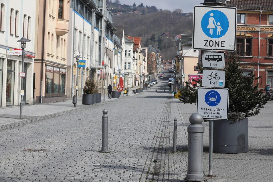 Menschenleer ist die Fußgängerzone im Zentrum von Sonneberg in Thüringen: Auch der private Konsum in Deutschland entwickelte sich rückläufig.