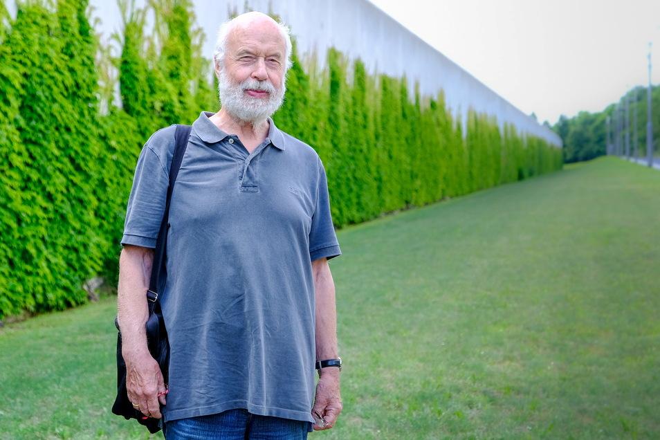 Ulfrid Kleinert, Jahrgang 1941, ist Gründungsrektor und erster Rektor der Evangelischen Hochschule für Soziale Arbeit in Dresden. Er kennt das Leben hinter den hohen Mauern der Dresdner Vollzugsanstalt am Hammerweg.