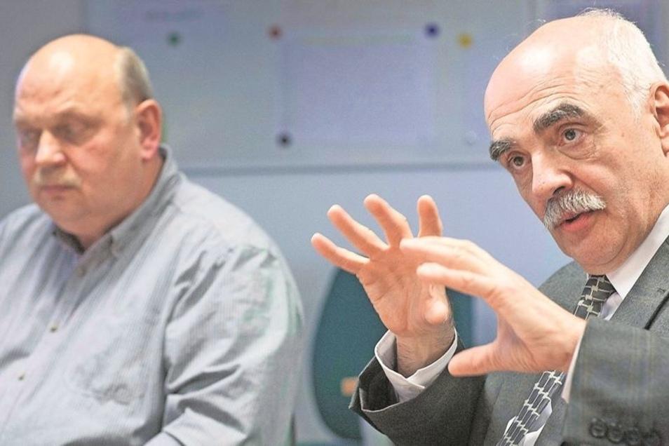 Betriebsratschef Hartmut Radisch und BuS-Geschäftsführer Dr. Werner Witte (von links) beim gestrigen Gespräch mit der Sächsischen Zeitung. Foto: Lutz Weidler