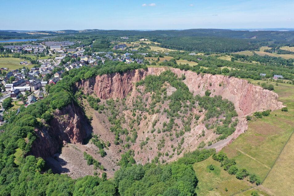 Bereits im 16. Jahrhundert kam es in Altenberg zu ersten Brüchen. Dabei wurden große Teile des ehemaligen Bergwerkes zerstört und es entstand ein zwei Hektar großer Einbruchtrichter.