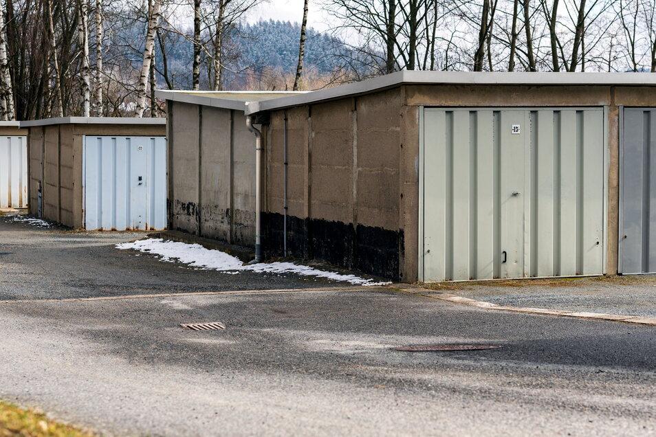 Garagenhof in Sebnitz: Die Eigentümer müssen künftig mehr Pacht an die Stadt zahlen.