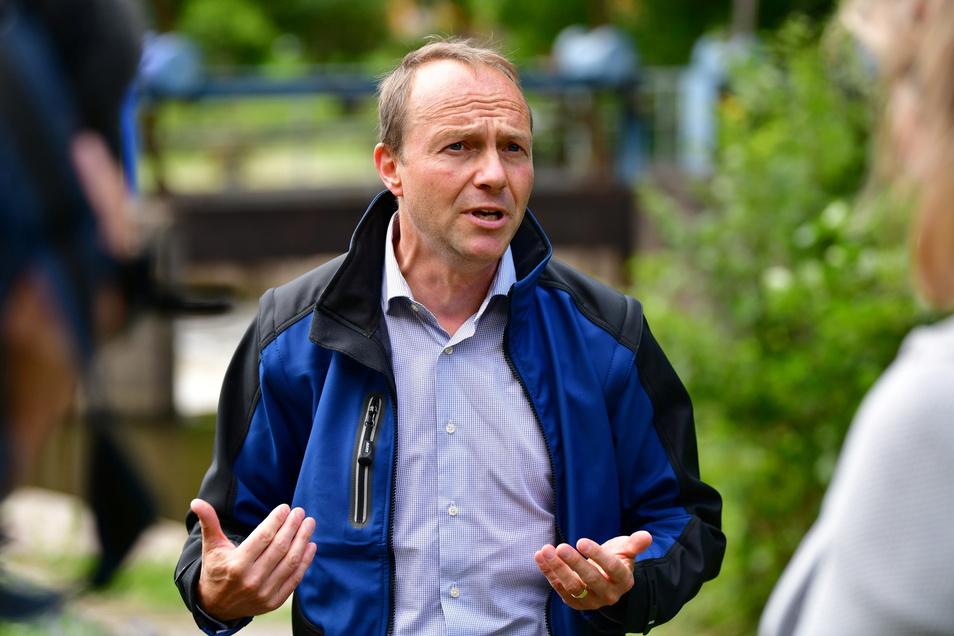 Sachsens grüner Umweltminister Wolfram Günther zog gestern in Porschdorf in der Sächsischen Schweiz eine erste Bilanz der Schäden.