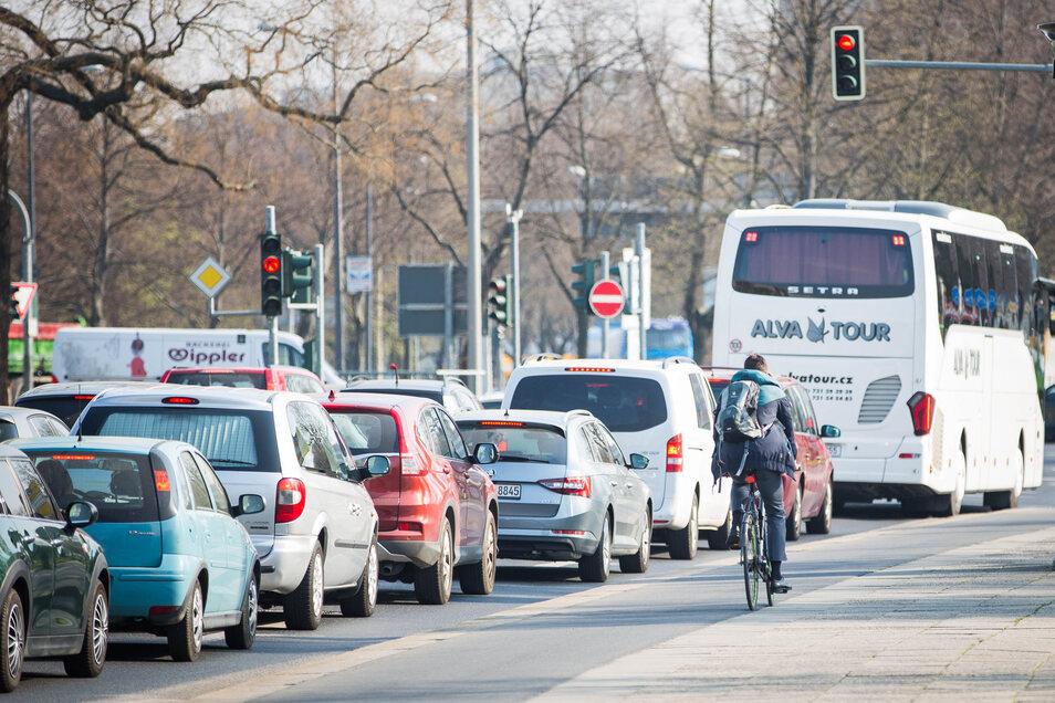 Die Radwege an der St. Petersburger Straße werden auf drei Meter verbreitert.