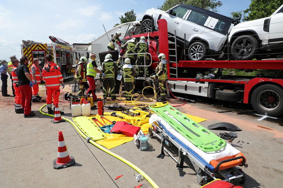 Tragisch endete dieser Unfall, der sich am 9. Juni auf der A4 bei Wilsdruff ereignete. Ein Fahrer starb, ein anderer wurde verletzt. Nicht nur an diesem Tag gab es für die Wilsdruffer Feuerwehr viel zu tun.