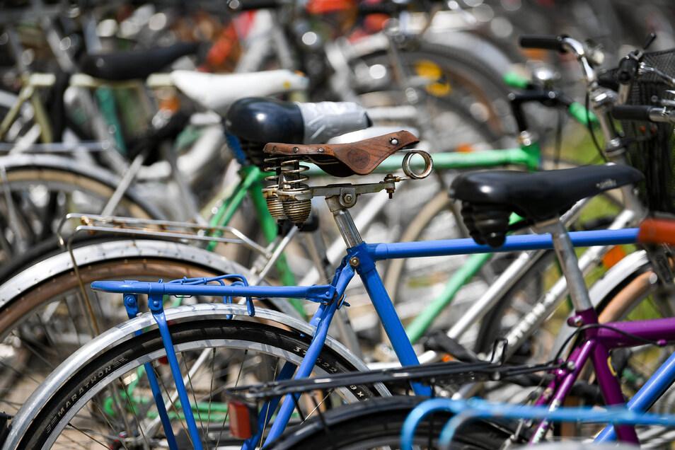 Beamte einer Sondereinheit, die wegen der hohen Zahl von Fahrraddiebstählen gegründet wurde, stehen nun selbst im Verdacht, Illegales mit Fahrrädern getan zu haben.