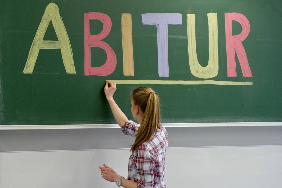 Am 23. Juli erhalten die Schüler in Sachsen ihr Abiturzeugnis in die Hände. Meist danach folgt der Abiball.