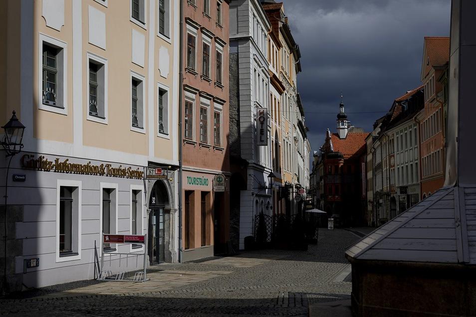 Blick auf die Görlitzer Touristinformation und in die Brüderstraße. Doch auch hier ist nichts wie sonst.