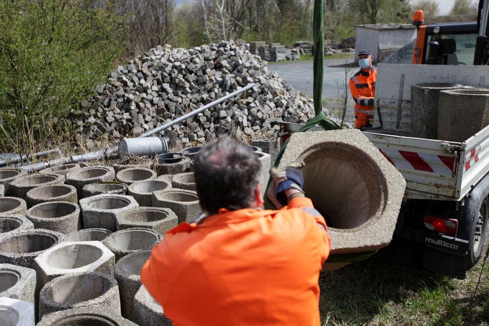 Friedhof der Mülleimer: Die ausrangierten Abfallbehälter werden auf dem Bauhof-Gelände gelagert.
