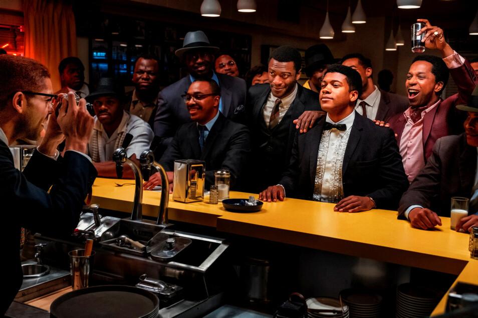 Ein Bild für die Geschichtsbücher: Malcolm X (Kingsley Ben-Adir, links) fotografiert seine Freunde Jim Brown (Aldis Hodge, 3 .v. r.), Muhammad Ali (Eli Goree, 2.v.r.) und Sam Cooke (Leslie Odom J.r, 1.v.r.).