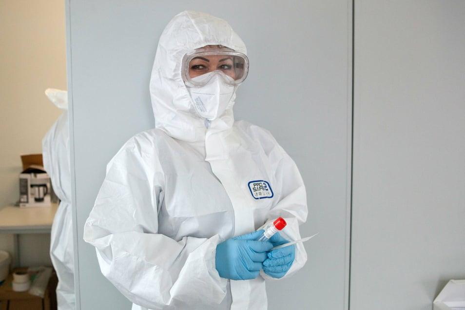 Krankenpflegerin Eva Radovska im Corona-Schnelltest-Zentrum Kodersdorf.
