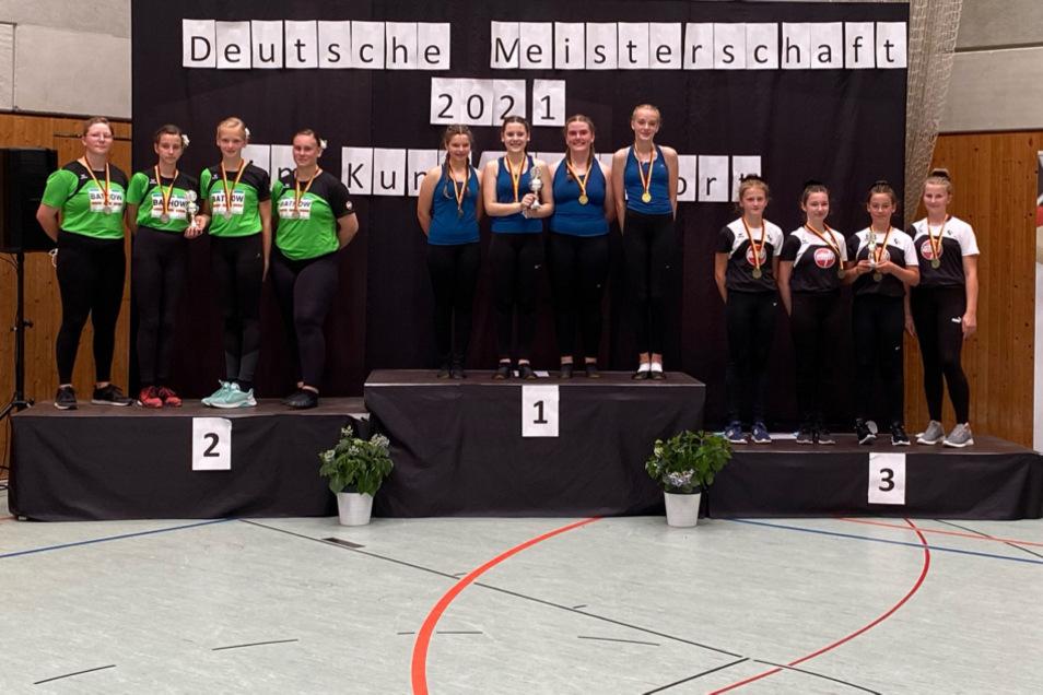 Die Silbermedaille gewannen die Mädchen vom Team Wiednitz 1 bei der Deutschen Schülermeisterschaft im bayerischen Amorbach. Bronze ging an die Vertretung Wiednitz 2.