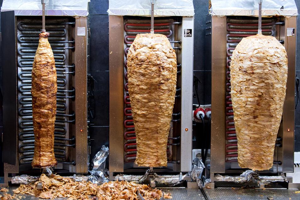 Fleischspieße für Döner soll teils ungekühlt transportiert worden sein.