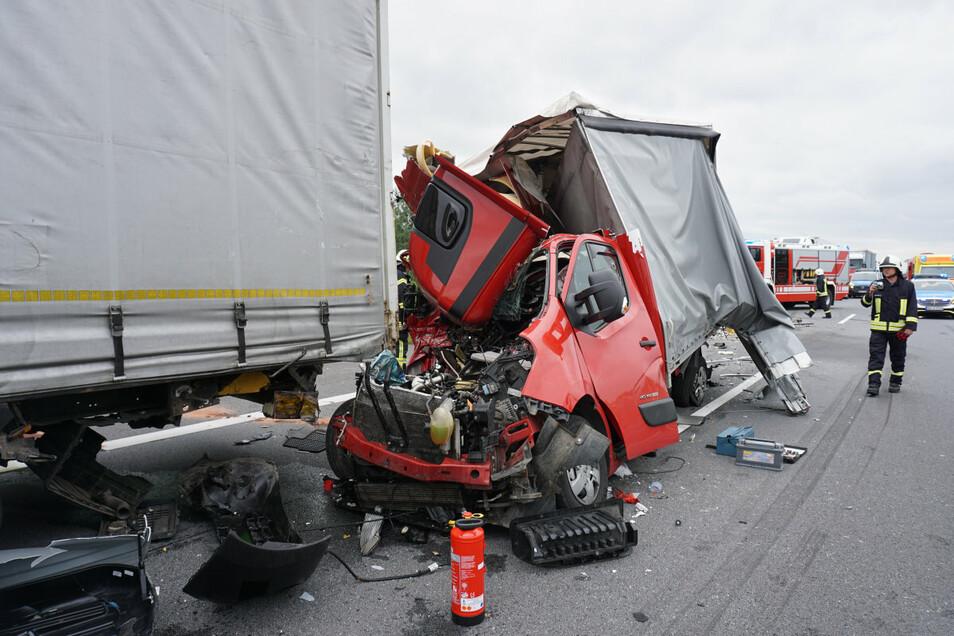 Der Pole des Renault Master erlitt bei dem Unfall schwere Verletzungen. Ein Rettungshubschrauber musste ihn ins Krankenhaus fliegen.