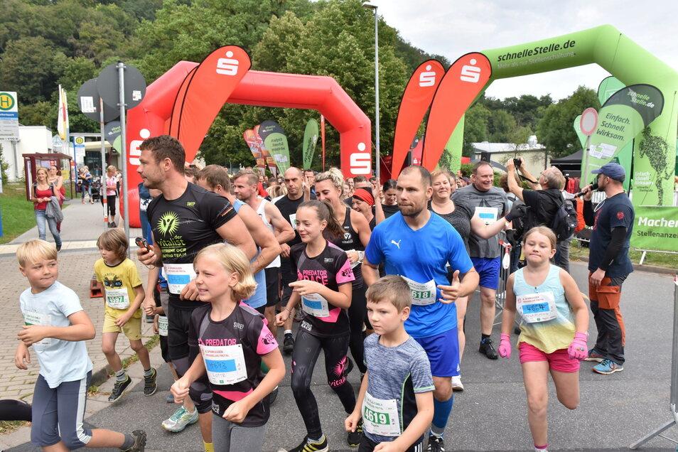 Zum ersten Lauf starteten die Familien am Hains in Freital. Sie hatten eine Strecke von drei Kilometern zurückzulegen mit etlichen Hindernissen.