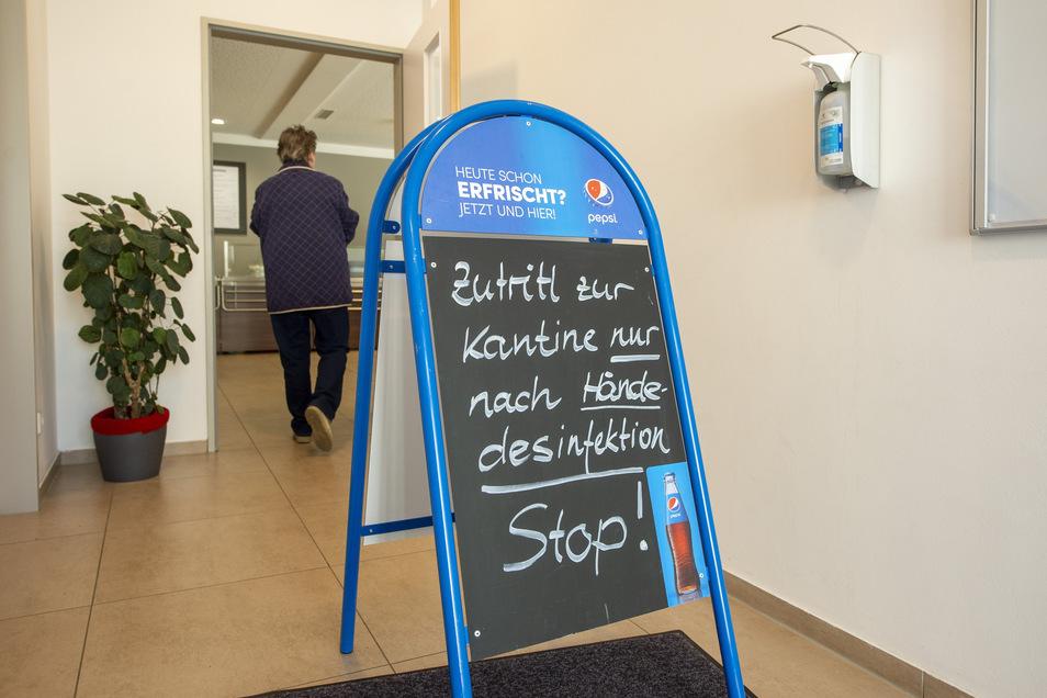 Aufsteller im Eingangsbereich vom Rollenden Gastmahl in Radeburg.
