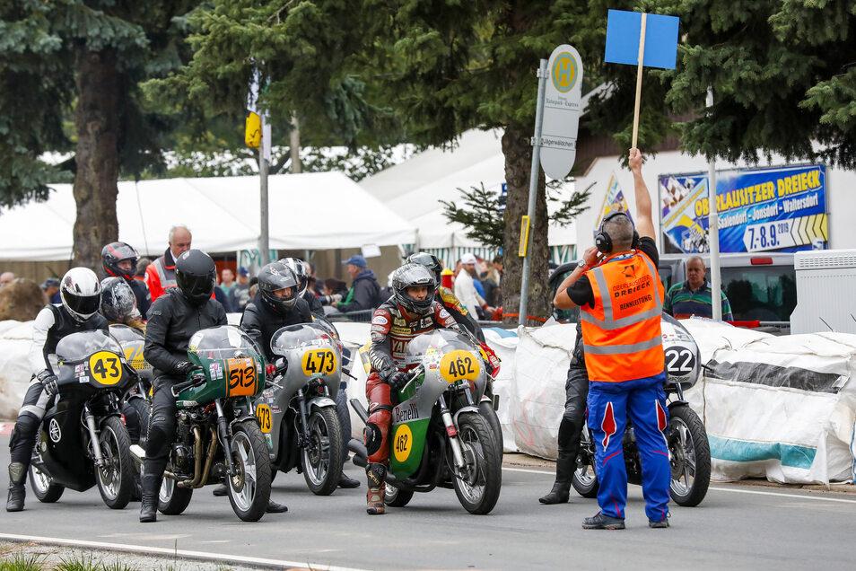 Start für Klasse 6:Rennmotorräder von 500 bis 1.000 ccm bis Baujahr 1979.