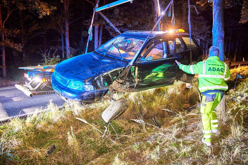 Der Unfallwagen musste abgeschleppt werden.