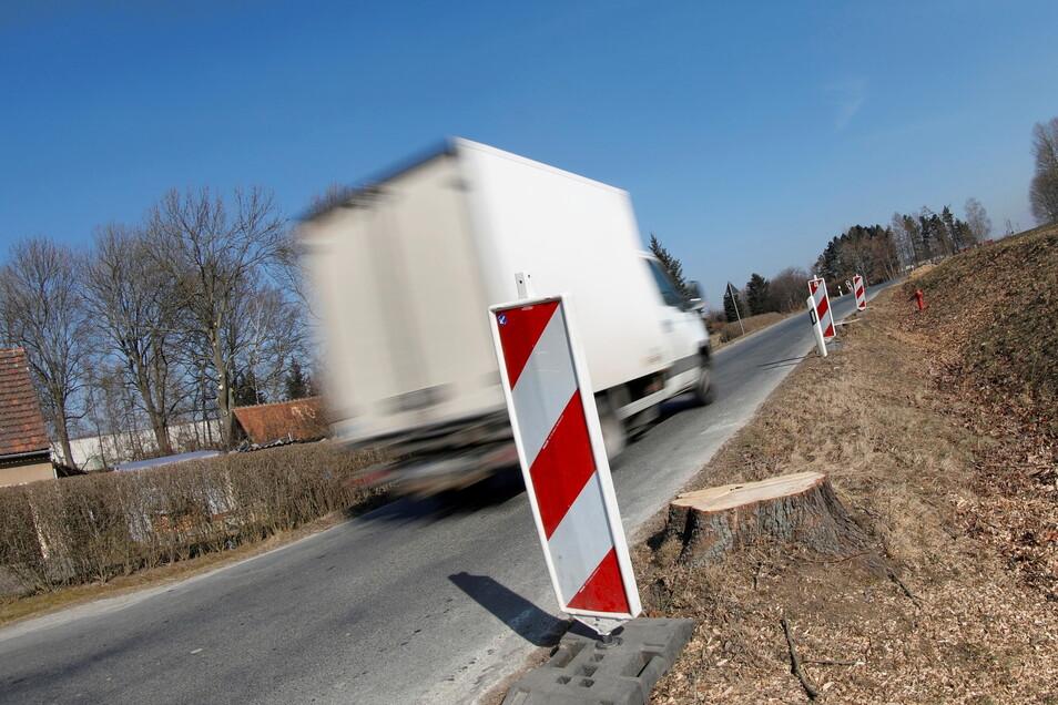 Seit Jahren ein Dauerproblem: Die kaputte Kreisstraße durch Kiesdorf.