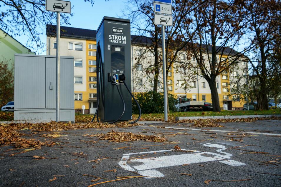Auf dem Königswarthaer Kirchplatz kann ab sofort Strom getankt werden.