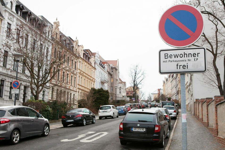 Eine Anwohnerparkzone in der Johannes-Wüsten-Straße in Görlitz. Firmenfahrzeuge stehen hier eher selten.
