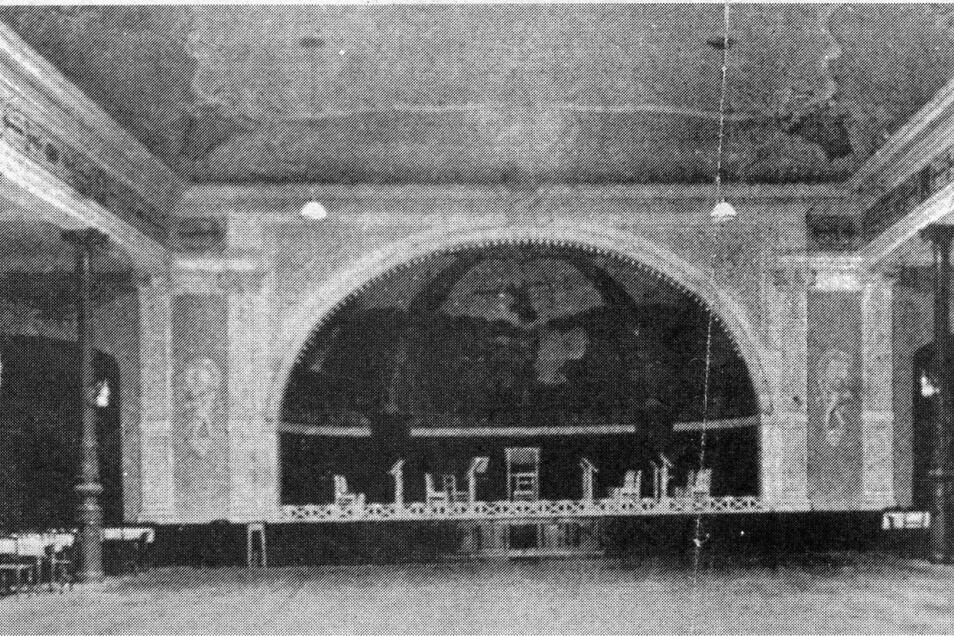 Über ein halbes Jahrhundert lang größter Saal im Weißeritztal. Als Bestandteil von Krilles Gasthof Döhlen, gegenüber Döhlener Kirche, verfügte er über eine Kapazität, die sich bis auf 1.000 Plätze erweitern ließ.